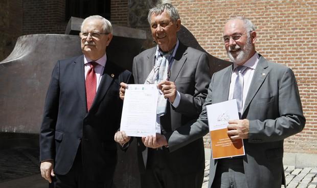 Machado y Chillida arropan a los médicos en su petición a la Unesco