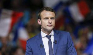 """Macron planea una figura asistencial para """"descargar trabajo a los médicos"""""""
