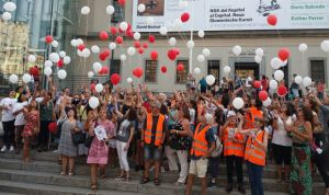 Madrid lanza globos para concienciar sobre el síndrome de Duchenne