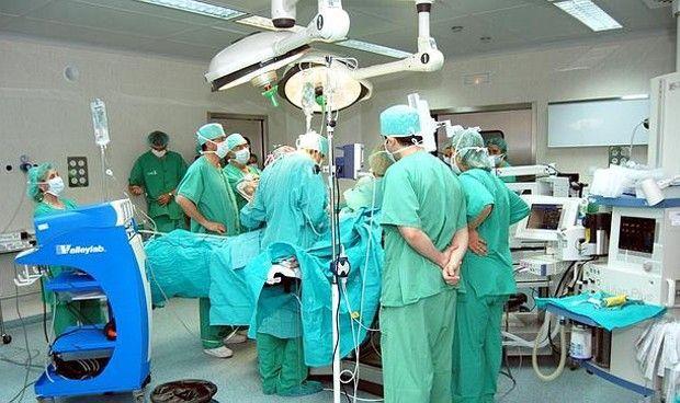 Madrid mantendrá abiertos los quirófanos por las tardes y fines de semana