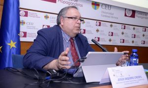 Madrid otorga al neurocirujano Jesús Vaquero la Cruz del Dos de Mayo