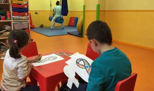 Manises edita una guía para trabajar con niños con daño cerebral