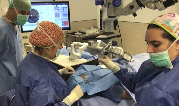 Manises innova en cirugía oftalmológica para evitar el trasplante de córnea