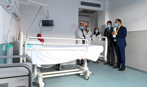 Mañueco califica de éxito el traslado del nuevo hospital de Salamanca