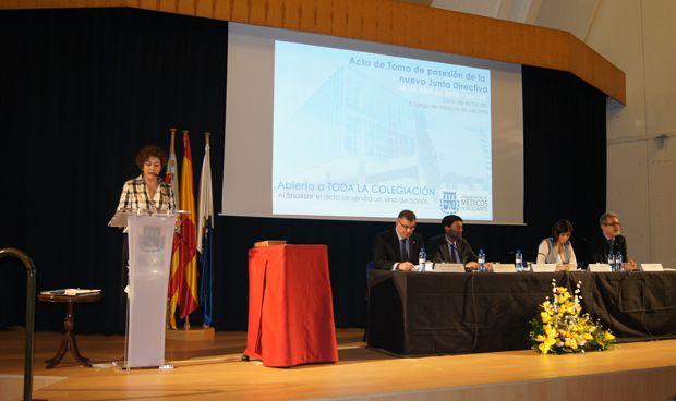 María Isabel Moya toma posesión del cargo de presidenta del COMA