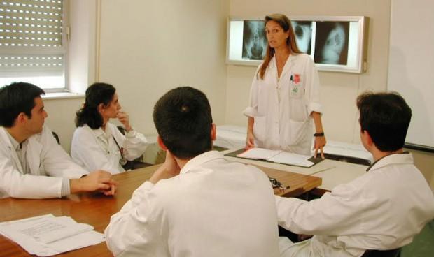 Más de 1.000 profesionales diseñan el 'plan de estudio' sanitario andaluz