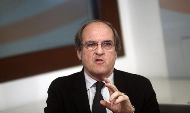 Más de 130 médicos, con nombre y apellidos, apoyan a Ángel Gabilondo