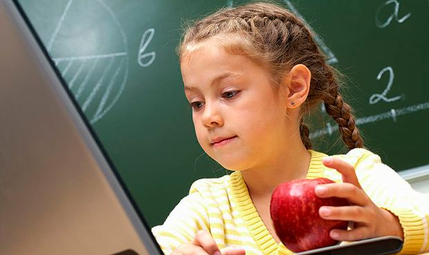 Si un niño va sin sus padres al McDonald's solo puede comprar manzanas