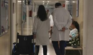 Médico y enfermera empatan como segunda profesión más 'ilusionante'