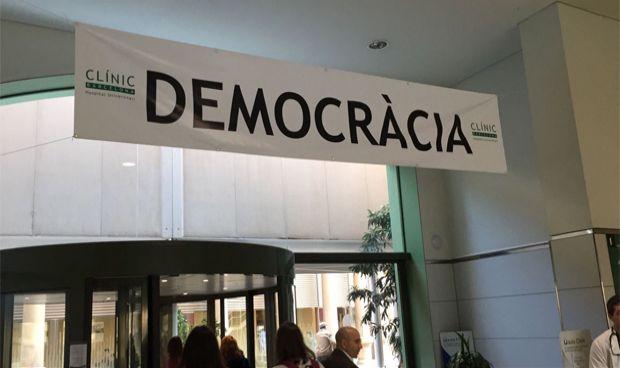 Médicos catalanes piden que se retiren signos políticos de los hospitales