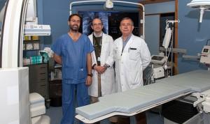 Médicos españoles operan el corazón de un niño desde el hígado