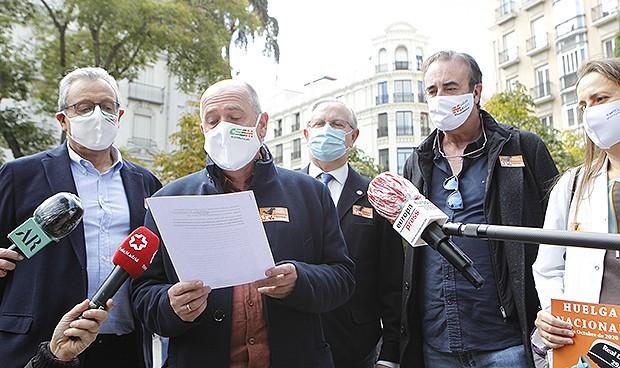 Los médicos suspenden su huelga nacional tras reunirse con Martínez