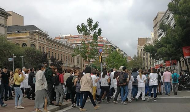 """Médicos y estudiantes """"toman las calles"""" ante la sentencia del procés"""