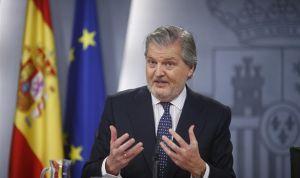 Méndez de Vigo anuncia una bajada de las tasas del grado en Medicina