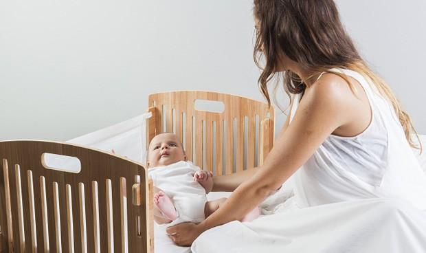 Menos muertes súbitas si los bebés duermen con los padres el primer año