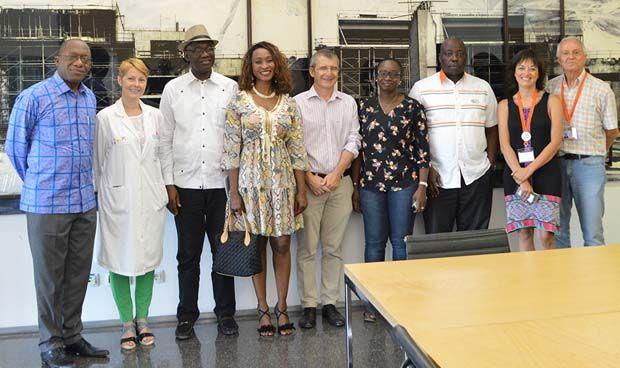 Miembros de la Embajada de Costa de Marfil visitan el Hospital de Denia