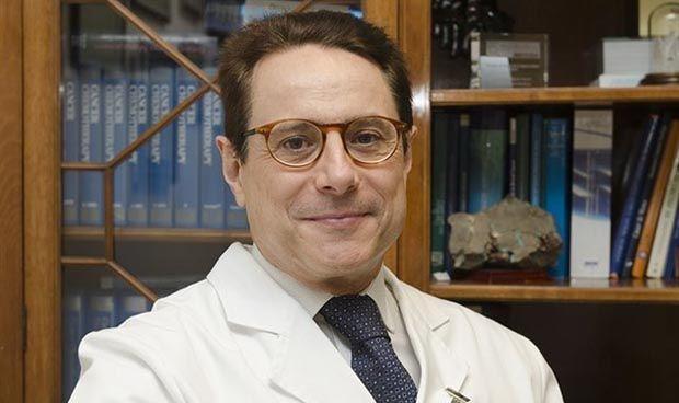 Miguel Martín, jefe de Oncología del Marañón, Premio Obieta de la RANM