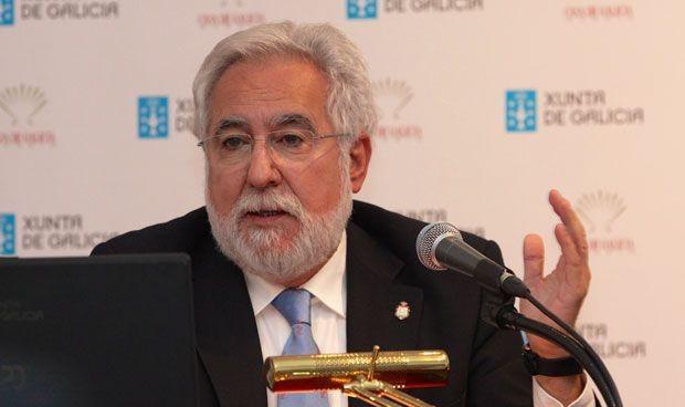 El médico Miguel Santalices, reelegido presidente del Parlamento de Galicia
