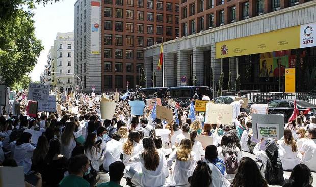 """""""Soy MIR; quiero elegir"""": los médicos claman contra la petición de plazas"""