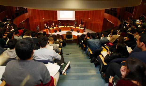 MIR y EIR se quedan fuera de la asignación 'online'; eligen plaza en abril