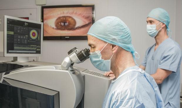 Miranza emplea una técnica pionera de cirugía refractiva sin tocar córnea