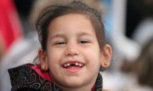 Muere la niña con parálisis cerebral que pagaba su tratamiento con tapones