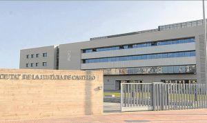 Multan a la propietaria de una clínica dental por un delito de intrusismo