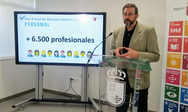 Murcia abre este verano el 90% de consultorios y ficha 6.500 profesionales