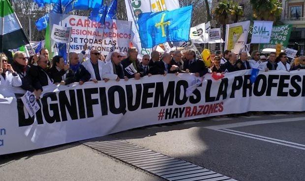 Murcia valora un 20% más la trayectoria de sus sanitarios en las OPE