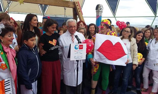 Música, besos y globos para celebrar el Día del Niño Hospitalizado