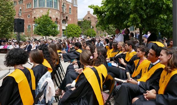 Mutual Médica colabora en la graduación de ocho facultades de Medicina
