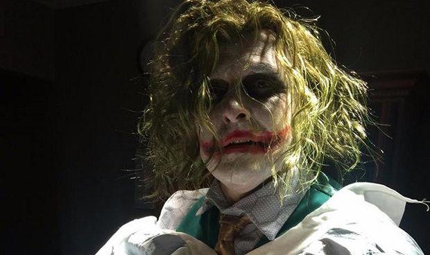 Nacer en Halloween tiene estas cosas: parto atendido por el 'doctor Joker'