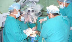 Neurocirujanos veteranos: ¿jubilación anticipada o 'ITV' periódica?