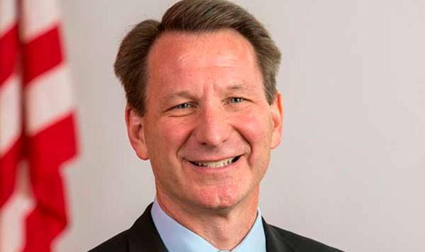 Norman Sharpless asume la dirección de la FDA tras la marcha de Gottlieb
