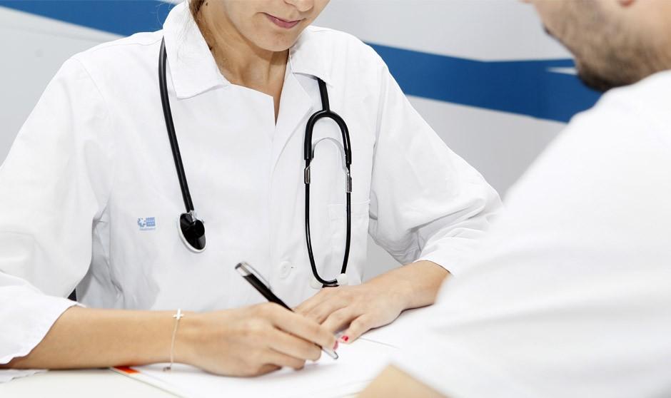El número de médicos en hospitales crece 10 veces más que en Primaria