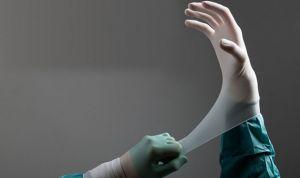 Operan de la médula espinal a dos bebés en el útero materno