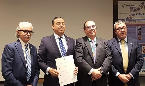 Óscar Castro, nombrado Colegiado de Honor del Colegio de Dentistas aragonés