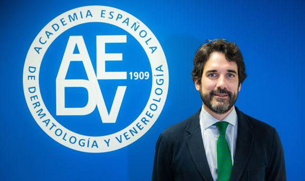 El dermatólogo Pablo de la Cueva Dobao preside la Sección Centro en AEDV