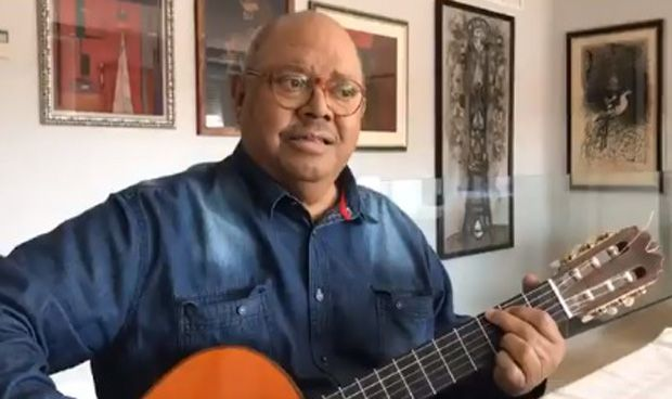 Pablo Milanés canta