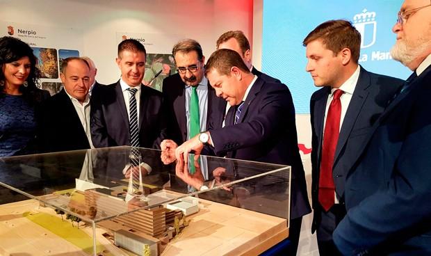 Page anuncia que las obras del Hospital de Albacete comenzarán en 2020