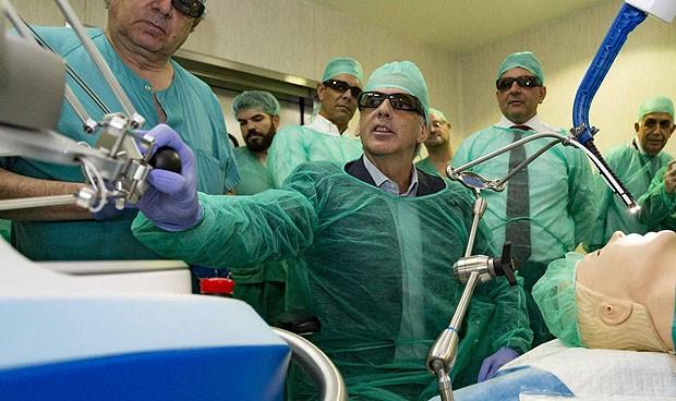 Parla, primer hospital en España que implanta cirugía robótica sin cicatriz