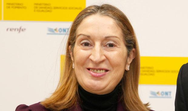 Pastor vuelve a ser ministra de Sanidad para 'callar' a Podemos
