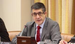 Patxi López presenta su primera gran medida sanitaria: una reforma fiscal