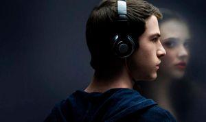 Pediatras desaconsejan 'Por 13 Razones' de Netflix por fomentar el suicidio