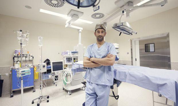 """Pedro Cavadas: """"La bata es un disfraz que obligan a los médicos a llevar"""""""