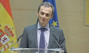 Pedro Duque delega en la ministra Montón la lucha contra la homeopatía