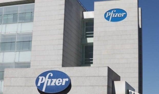 Pfizer rebaja la eficacia de su vacuna Covid e insiste en una tercera dosis
