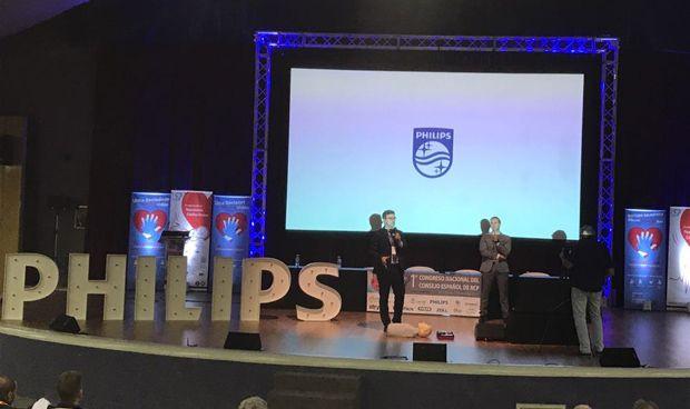 Philips presenta un desfibrilador con aviso inteligente a Emergencias