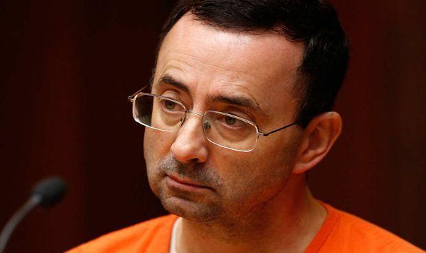 Piden 25 años de cárcel para el médico olímpico que abusó de 125 gimnastas