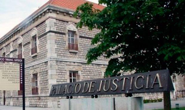 Piden cárcel para un médico que espió el historial del amante de su mujer